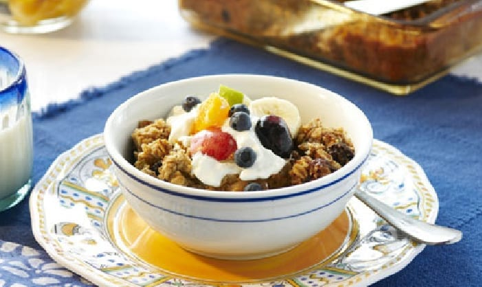 Cinnamon Oatmeal Breakfast Squares with Yogurt and Fruit